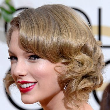 """<p>We love it when Taylor does vintage beauty and her Golden Globes look could be her best yet. Her hair, styled smooth at the top and with roll curls at the lengths, was pinned into a faux bob. Her feline eye makeup and fuchsia pink lippy complemented it beautifully.</p><p><a href=""""http://www.cosmopolitan.co.uk/fashion/news/golden-globes-red-carpet-dresses"""" target=""""_blank"""">GOLDEN GLOBES 2014 RED CARPET PICTURES</a></p><p><a href=""""http://www.cosmopolitan.co.uk/beauty-hair/news/trends/celebrity-beauty/best-golden-globes-hair-makeup-beauty"""" target=""""_self"""">THE EVER BEST GOLDEN GLOBES BEAUTY LOOKS</a></p><p><a href=""""http://www.cosmopolitan.co.uk/beauty-hair/news/trends/celebrity-beauty/celebrity-nail-art-manicures"""" target=""""_blank"""">THE BEST GOLDEN GLOBES NAIL ART PICTURES</a></p>"""