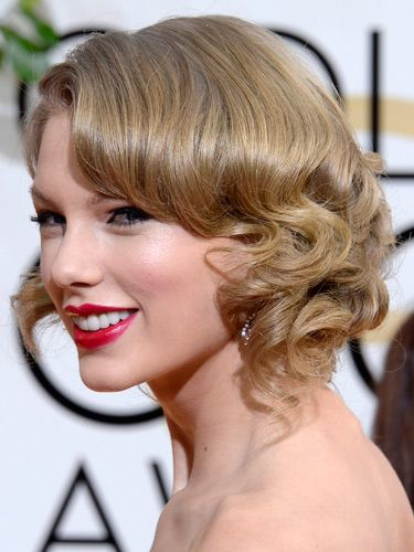 "<p>We love it when Taylor does vintage beauty and her Golden Globes look could be her best yet. Her hair, styled smooth at the top and with roll curls at the lengths, was pinned into a faux bob. Her feline eye makeup and fuchsia pink lippy complemented it beautifully.</p> <p><a href=""http://www.cosmopolitan.co.uk/fashion/news/golden-globes-red-carpet-dresses"" target=""_blank"">GOLDEN GLOBES 2014 RED CARPET PICTURES</a></p> <p><a href=""http://www.cosmopolitan.co.uk/beauty-hair/news/trends/celebrity-beauty/best-golden-globes-hair-makeup-beauty"" target=""_self"">THE EVER BEST GOLDEN GLOBES BEAUTY LOOKS</a></p> <p><a href=""http://www.cosmopolitan.co.uk/beauty-hair/news/trends/celebrity-beauty/celebrity-nail-art-manicures"" target=""_blank"">THE BEST GOLDEN GLOBES NAIL ART PICTURES</a></p>"