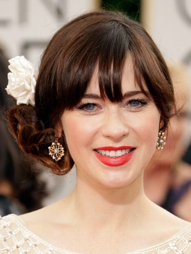 "<p>You can always rely on Zooey for a fun beauty look. The actress accessorised her side chignon with a spring-fresh flower and for her face she let her lips and lashes do the talking.</p> <p><a href=""http://www.cosmopolitan.co.uk/fashion/news/golden-globes-red-carpet-dresses"" target=""_blank"">GOLDEN GLOBES 2014 RED CARPET PICTURES</a></p> <p><a href=""http://www.cosmopolitan.co.uk/beauty-hair/news/trends/celebrity-beauty/best-golden-globes-hair-makeup-beauty"" target=""_self"">THE EVER BEST GOLDEN GLOBES BEAUTY LOOKS</a></p> <p><a href=""http://www.cosmopolitan.co.uk/beauty-hair/news/trends/celebrity-beauty/celebrity-nail-art-manicures"" target=""_blank"">THE BEST GOLDEN GLOBES NAIL ART PICTURES</a></p>"