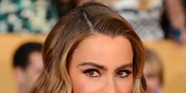 """<p>Channelling femme fatal Veronica Lake, Sofia had 40s glamour waves nailed. Her precisely lined eyes enhanced the drama.</p> <p><a href=""""http://www.cosmopolitan.co.uk/beauty-hair/news/trends/celebrity-beauty/golden-globes-2014-hair-makeup-looks"""" target=""""_self"""">GOLDEN GLOBES BEST BEAUTY LOOKS</a></p> <p><a href=""""http://www.cosmopolitan.co.uk/beauty-hair/news/styles/celebrity/cosmo-hairstyle-of-the-day"""" target=""""_self"""">COSMO'S HAIRSTYLE OF THE DAY</a></p> <p><a href=""""http://www.cosmopolitan.co.uk/beauty-hair/news/styles/hair-trends-spring-summer-2014"""" target=""""_self"""">HUGE HAIR TRENDS FOR 2014</a></p>"""