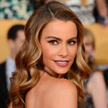 <p>Channelling femme fatal Veronica Lake, Sofia had 40s glamour waves nailed. Her precisely lined eyes enhanced the drama.</p>