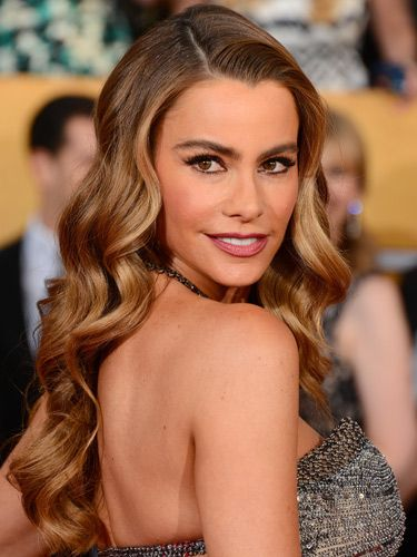 "<p>Channelling femme fatal Veronica Lake, Sofia had 40s glamour waves nailed. Her precisely lined eyes enhanced the drama.</p> <p><a href=""http://www.cosmopolitan.co.uk/beauty-hair/news/trends/celebrity-beauty/golden-globes-2014-hair-makeup-looks"" target=""_self"">GOLDEN GLOBES BEST BEAUTY LOOKS</a></p> <p><a href=""http://www.cosmopolitan.co.uk/beauty-hair/news/styles/celebrity/cosmo-hairstyle-of-the-day"" target=""_self"">COSMO'S HAIRSTYLE OF THE DAY</a></p> <p><a href=""http://www.cosmopolitan.co.uk/beauty-hair/news/styles/hair-trends-spring-summer-2014"" target=""_self"">HUGE HAIR TRENDS FOR 2014</a></p>"