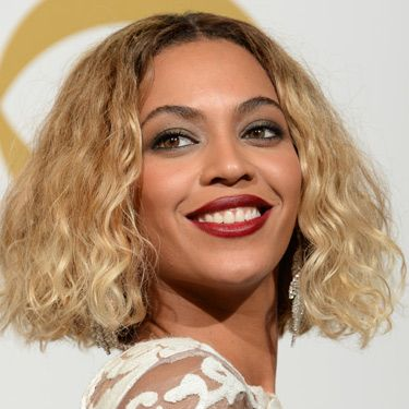 """<p>Beyonce's bob made a welcome return at the Grammys. She wore her short hair down and casually curly – a look we're totally loving. We also rate her dark berry lipstick. SO 2014.</p><p><a href=""""http://www.cosmopolitan.co.uk/fashion/news/grammys-2014-red-carpet-arrivals-outfits"""" target=""""_blank"""">THE GRAMMYS GOWNS, 2014</a></p><p><a href=""""http://www.cosmopolitan.co.uk/beauty-hair/news/styles/celebrity/cosmo-hairstyle-of-the-day"""" target=""""_self"""">CELEB HAIRSTYLE OF THE DAY</a></p><p><a href=""""http://www.cosmopolitan.co.uk/beauty-hair/news/styles/hair-trends-spring-summer-2014"""" target=""""_blank"""">HUGE HAIR TRENDS FOR 2014</a></p><p> </p>"""
