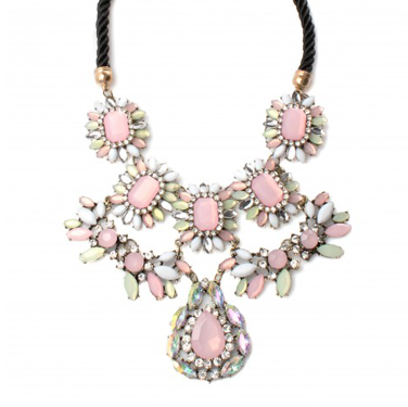 <p>HOW pretty will this sweet statment necklae look layer over a collar shirt? Answer: VERY. Buy it immediately.</p>