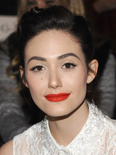 <p>Emmy Rossum always makes inspiring makeup choices and we loved her look for