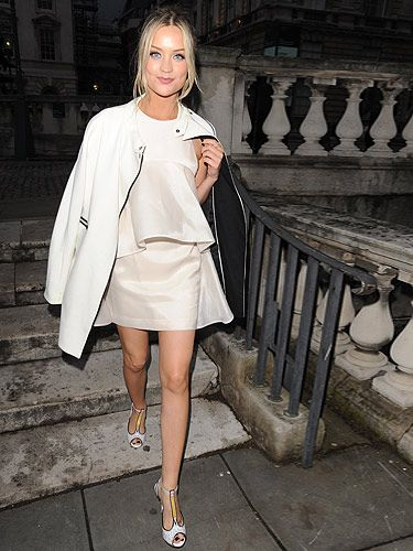 86ccdb908a1  p Is it time Laura Whitmore changed her name to White-more