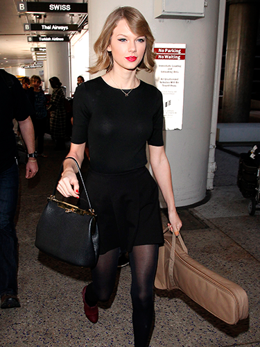 "<p>Taylor Swift CARRIED HER OWN GUITAR through the airport after flying back from her London shows, and gave us another gawp of her new bob.</p> <p><a href=""http://www.cosmopolitan.co.uk/celebs/entertainment/jennifer-lawrence-figure-skater-sochi-2014"" target=""_blank"">WHAT IF JENNIFER LAWRENCE WAS AN OLYMPIC FIGURE SKATER?</a></p> <p><a href=""http://www.cosmopolitan.co.uk/fashion/love/tilda-swinton-sliders-Berlin-Grand-Budapest-Hotel"" target=""_blank"">HAVE YOUR SAY ON THIS WEEK'S CELEBRITY FASHION</a></p> <p><a href=""http://www.cosmopolitan.co.uk/beauty-hair/news/styles/celebrity/cosmo-hairstyle-of-the-day"" target=""_blank"">CHECK OUT COSMO'S CELEBRITY HAIRSTYLE OF THE DAY</a></p>"