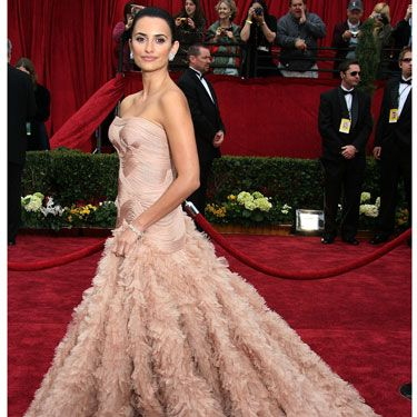 """<p>Penelope looked super pretty in her dusty pink feathered Atelier Versace gown, which is basically our dress of DREAMS and quite possibly one of the most iconic Oscars style moments EVER.</p><p><a href=""""http://www.cosmopolitan.co.uk/celebs/entertainment/ten-best-ever-oscar-moments"""" target=""""_blank"""">10 GREATEST EVER OSCARS MOMENTS</a></p><p><a href=""""http://www.cosmopolitan.co.uk/fashion/news/every-best-actress-dress-infographic"""" target=""""_blank"""">EVERY BEST ACTRESS DRESS SINCE 1929</a></p><p><a href=""""http://www.cosmopolitan.co.uk/beauty-hair/news/trends/celebrity-beauty/best-oscars-hair-makeup-beauty-ever"""" target=""""_blank"""">THE 13 BEST BEAUTY LOOKS FROM THE OSCARS ARCHIVE</a></p>"""