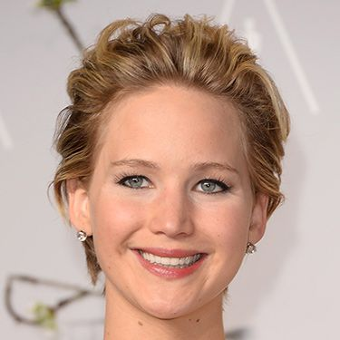 <p>J-Law's brushed back pixie crop looked seriously sassy. We're sure the 'combed through with fingers' look took a lot of actual skill. Nice eyeliner too. </p>