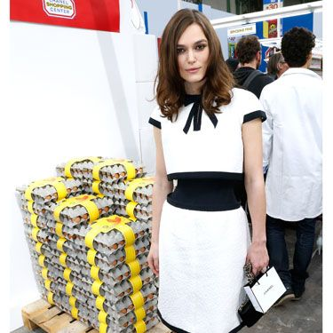 <p>Er, HELLO Keira Knightley looking ever so ladylike and lovely at the Chanel show! Wearing a cute vintage-style monochrome Chanel dress (that matches her goody bag) and pointy metallic pumps, we DEMAND a high street version of this look be made IMMEDIATELY.</p>