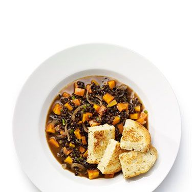 <p><strong>Quick lentil casserole with cheese croutons</strong></p>