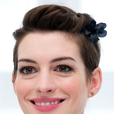 """<p>Once again Anne Hathaway proves the versatility of short hairstyles by sweeping her fringe into a pretty floral clip. The actress wore the cute style at a photocall for new movie Rio 2.</p><p><a href=""""http://www.cosmopolitan.co.uk/beauty-hair/news/styles/easy-catwalk-hairstyles-to-copy"""" target=""""_blank"""">6 SIMPLE CATWALK HAIRSTYLES TO TRY</a></p><p><a href=""""http://www.cosmopolitan.co.uk/beauty-hair/news/styles/hair-trends-spring-summer-2014"""" target=""""_blank"""">HUGE HAIR TRENDS FOR 2014</a></p><p><a href=""""http://www.cosmopolitan.co.uk/beauty-hair/news/trends/nail-varnish-of-the-day"""" target=""""_blank"""">DAILY NAIL: NAIL POLISH REVIEWS</a></p>"""