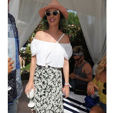 "<p><a href=""http://www.cosmopolitan.co.uk/beauty-hair/news/trends/celebrity-beauty/coachella-festival-2014-rita-ora-hair-style"" target=""_blank"">RITA ORA'S COACHELLA HAIR IS INCREDIBLE</a></p>