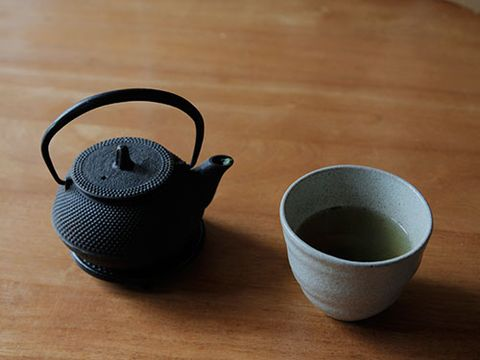 "<p>The rumours about green tea are true. It's packed with catechins, which stimulate your metabolism. The odd cup isn't enough, though - researchers at Fudan University in China found you need to drink six or more cups a day to increase weight loss.</p> <p>Can't stand the stuff? Try taking it in tablet form instead.</p> <p><a href=""http://www.cosmopolitan.co.uk/diet-fitness/diets/what-is-a-healthy-diet"" target=""_blank"">WHAT IS A HEALTHY DIET?</a></p> <p><a href=""http://www.cosmopolitan.co.uk/diet-fitness/diets/superfood-smoothie-ingredients-to-boost-health"" target=""_blank"">FOOD SWAPS TO FLATTEN YOUR TUM</a></p> <p><a href=""http://www.cosmopolitan.co.uk/diet-fitness/diets/superfood-smoothie-ingredients-to-boost-health"" target=""_blank"">7 SUPERFOOD SMOOTHIE INGREDIENTS</a></p>"
