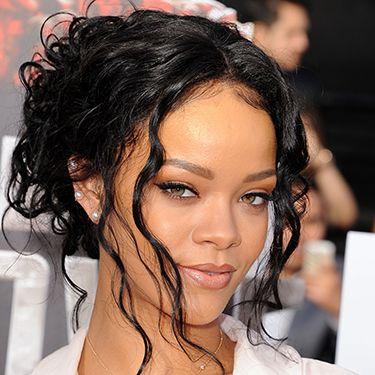 "<p>Wavy tendrils? Check. Brown lip pencil? Check. Rihanna's got this 90s thing nailed.</p><p><a href=""http://www.cosmopolitan.co.uk/fashion/celebrity/MTV-Movie-Awards-2014-rihanna-rita-ora-red-carpet"" target=""_blank"">MTV MOVIE AWARDS 2014: RED CARPET LOOKS</a></p><p><a href=""http://www.google.co.uk/url?sa=t&rct=j&q=&esrc=s&source=web&cd=6&cad=rja&uact=8&ved=0CEoQFjAF&url=http%3A%2F%2Fwww.cosmopolitan.co.uk%2Fcelebs%2Fentertainment%2Foscars-2014-red-carpet-arrivals-live-stream&ei=-ARMU6rsEdSV7AbJ24GIDQ&usg=AFQjCNHAjMIOQ_R-jxQVHnzYzfGtg-NJAQ&bvm=bv.64542518,d.d2k"" target=""_blank"">OSCARS 2014 RED CARPET LIVE</a></p><p><a href=""http://www.google.co.uk/url?sa=t&rct=j&q=&esrc=s&source=web&cd=9&cad=rja&uact=8&ved=0CF8QFjAI&url=http%3A%2F%2Fwww.cosmopolitan.co.uk%2Fbeauty-hair%2Fnews%2Ftrends%2Fcelebrity-beauty%2Fcelebrity-beauty-prep-baftas-2014&ei=-ARMU6rsEdSV7AbJ24GIDQ&usg=AFQjCNHaJzJcqXXOCWwO26B2vH1h_C4bqw&bvm=bv.64542518,d.d2k"" target=""_blank"">THE EXTENSIVE PRE-BAFTAS BEAUTY PREP</a></p>"
