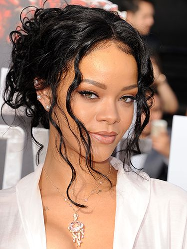 "<p>Wavy tendrils? Check. Brown lip pencil? Check. Rihanna's got this 90s thing nailed.</p> <p><a href=""http://www.cosmopolitan.co.uk/fashion/celebrity/MTV-Movie-Awards-2014-rihanna-rita-ora-red-carpet"" target=""_blank"">MTV MOVIE AWARDS 2014: RED CARPET LOOKS</a></p> <p><a href=""http://www.google.co.uk/url?sa=t&rct=j&q=&esrc=s&source=web&cd=6&cad=rja&uact=8&ved=0CEoQFjAF&url=http%3A%2F%2Fwww.cosmopolitan.co.uk%2Fcelebs%2Fentertainment%2Foscars-2014-red-carpet-arrivals-live-stream&ei=-ARMU6rsEdSV7AbJ24GIDQ&usg=AFQjCNHAjMIOQ_R-jxQVHnzYzfGtg-NJAQ&bvm=bv.64542518,d.d2k"" target=""_blank"">OSCARS 2014 RED CARPET LIVE</a></p> <p><a href=""http://www.google.co.uk/url?sa=t&rct=j&q=&esrc=s&source=web&cd=9&cad=rja&uact=8&ved=0CF8QFjAI&url=http%3A%2F%2Fwww.cosmopolitan.co.uk%2Fbeauty-hair%2Fnews%2Ftrends%2Fcelebrity-beauty%2Fcelebrity-beauty-prep-baftas-2014&ei=-ARMU6rsEdSV7AbJ24GIDQ&usg=AFQjCNHaJzJcqXXOCWwO26B2vH1h_C4bqw&bvm=bv.64542518,d.d2k"" target=""_blank"">THE EXTENSIVE PRE-BAFTAS BEAUTY PREP</a></p>"