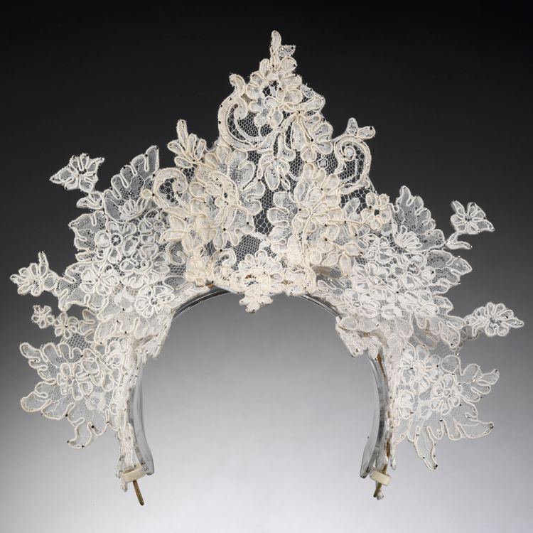 <p>Antique lace tiara by Philip Tracey, London, 2008.</p>