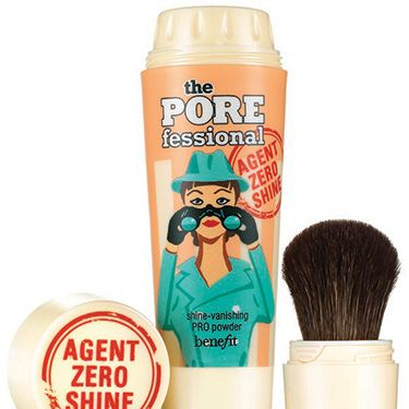 <p>Benefit do trouble-shooting beauty a treat and as the days warm up you'll be reaching for this handbag hero to shun shine on your T-zone – believe us. Tap and sweep the oil control powder in the built-in brush across your skin to blot and belittle pores pronto.</p>