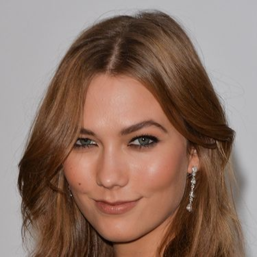 """<p>Karlie was typically picture-perfect at the amfAR Gala, with heavy kohl liner and the perfect nude lip. With her iconic fudge hued bob, there was no need for a fancy style.</p><p><a href=""""http://www.cosmopolitan.co.uk/beauty-hair/news/styles/celebrity/cannes-choppard-party-wedding-hair-ideas"""" target=""""_blank"""">INSANELY GOOD WEDDING HAIR INSPO AT CANNES</a></p><p><a href=""""http://www.cosmopolitan.co.uk/beauty-hair/news/trends/celebrity-beauty/millie-mackintosh-tv-baftas-hair-makeup"""" target=""""_self"""">THE HOTTEST HAIRSTYLES AT THE BAFTAS</a></p><p><a href=""""http://www.cosmopolitan.co.uk/beauty-hair/news/styles/celebrity/ellie-goulding-hair-cut-long-bob"""" target=""""_blank"""">ELLIE GOULDING'S COOL NEW LONG BOB</a></p>"""