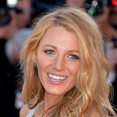 <p>Even on the red carpet, Blake does sea-breezy texture and makes it work. Her secret? Letting her hair dry in a ballerina bun which sets it in wide waves - simple.</p>