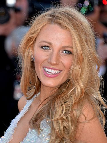 "<p>Even on the red carpet, Blake does sea-breezy texture and makes it work. Her secret? Letting her hair dry in a ballerina bun which sets it in wide waves - simple.</p> <p><a href=""http://www.cosmopolitan.co.uk/beauty-hair/beauty-tips/easy-waves-for-summer-festivals"" target=""_self"">VIDEO: BEACHY WAVES IN 2 MINUTES</a></p> <p><a href=""http://www.cosmopolitan.co.uk/beauty-hair/news/styles/spring_summer-2014-hair-colour-trends?click=main_sr"" target=""_blank"">SPRING/SUMMER 2014 HAIR COLOUR TRENDS</a></p> <p><a href=""http://www.cosmopolitan.co.uk/beauty-hair/news/trends/celebrity-beauty/blake-lively-3-lessons-sexy-hair"" target=""_self"">BLAKE LIVELY'S SEXY HAIR TIPS AND TRICKS</a></p>"
