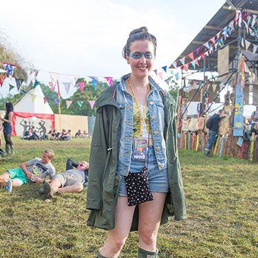 <p>Kate, 18, is channelling Mutant-Ninja-Turtle-chic and we love it! Wearing all Primark, aside from her Hunter wellies (of course) she looks great wearing a green parka over her high waisted denim shorts and crop top combo. The perfect festival get-up, we think you'll agree.</p>