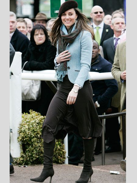 Attending the final day of Cheltenham festival in 2007, Kate sported a calf gracing black skirt teamed with a patsel fitted jacket. Accesorising with a pashmina, beret and shoulder sweeping chandaler earrings Kate gets our seal of approval<br />