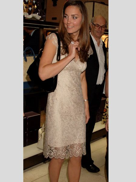 Kate donned this lacy cream shift dress and black peep toe shoes for a London book launch in May 2007<br />