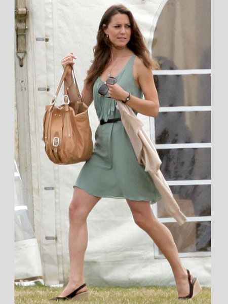 Performing her girlfriend duties Kate donned this gorgeous green dress to watch Prince Willian and Prince Harry play polo. Wearing on trend brown wedges and carrying an oatmeal colour cardi Kate embodies sophistication  <br />
