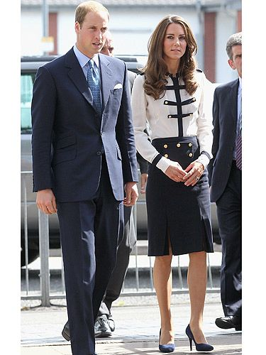 After the riots which took place over the summer, Kate Middleton visited Summerfield Community Centre in Birmingham. Dressed sensationally in an Alexander McQueen military style blouse with a gorgeous knee length skirt split at the knee, and modest shoes completed her look