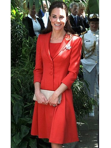 Swit swoon! Kate looked red-hot in her scarlet ensemble at the Government of Alberta Reception at The Enmax Conservatory, at Calgary Zoo. Yeah, we're a little bit confused as to what this event entails too, but she looks pretty in her Marianna coat-dress
