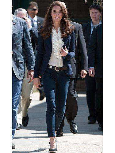 Here's off-duty Kate, well, she's never off-duty now she's a royal but sometimes she dresses as if she is. Coming off a plane in Canada, she's rocking a Smythe blazer, J Brand jeans, ruffled blouse and a pair of Pied a Terre black wedges, all topped off with hair that swishes as she walks