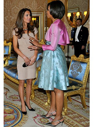 What does one wear to meet the Obama family? Reiss of course. Kate looked gorgeous having just returned from her honeymoon. So pretty!