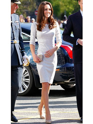 When Kate and William made a trip to the to the Royal Marsden Hospital we were in awe of her Amanda Wakeley dress. So chic, so regal so utterly divine! Top points from us here at Cosmo