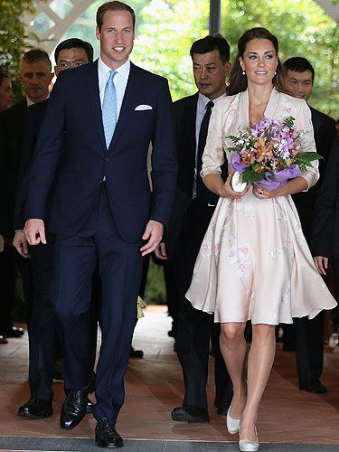 <p>Kate Middleton kicked off the Diamond Jubilee tour in Singapore with class in this beautiful Jenny Packham dress. Covered in orchids, the dress paid tribute to Singapore's signature flower and made Kate look effortlessly gorgeous as always while maintaining her elegant fashion sense. We LOVE!</p>
