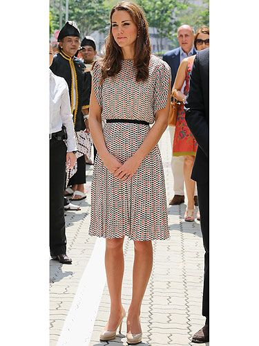 <p>Singapore is Kate's new playground. The gorgeous Duchess arrived in the for her second day dressed to kill. Kate chose a pretty patterned silk skirt and top by Asian designer Raoul. We think she looks super doper pretty - as per usual</p> <p> </p>