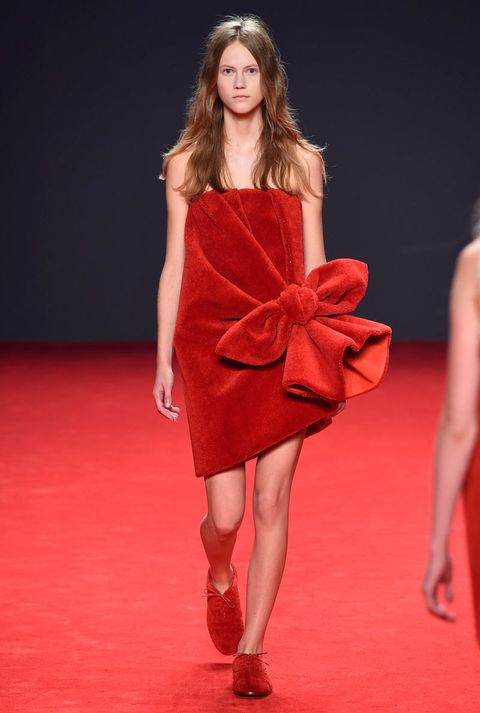 "<p>Viktor & Rolf used the humble towell as inspiration for its Haute Couture collection. Just-hopped-out-of-the-shower chic <em>totally</em> has a ring to it...</p> <p><a href=""http://www.cosmopolitan.co.uk/fashion/news/vogue-gala-paris-fashion-week"" target=""_blank"">KIM AND KENDALL'S BALMAIN ARMY</a></p> <p><a href=""http://www.cosmopolitan.co.uk/fashion/news/paris-fashion-week-celebrities"" target=""_blank"">WHAT THE STARS ARE WEARING ON THE FRONT ROW</a></p> <p><a href=""http://www.cosmopolitan.co.uk/fashion/news/paris-fashion-week-street-style-2014"" target=""_blank"">AMAZING STYLE FROM THE STREETS OF PARIS </a></p>"