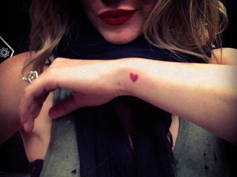b5889329c4f8c Finally a celeb tattoo we wouldn't mind copying! Actress Hilary Duff showed  off