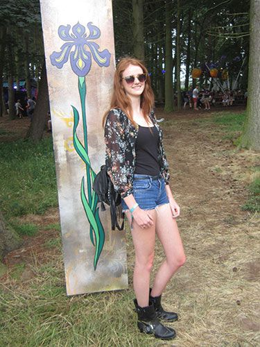 "<p><strong>Emily, 19, London</strong></p> <p>We were grabbed by the lovely Emily's leather fringe bag, which she paired with a sheer floral blouse to stand out from her plain vest top and jean shorts. Her boots were not only brilliantly appropriate for all the inevitable mud, but they look chic too. </p> <p><a href=""http://www.cosmopolitan.co.uk/fashion/news/festival-fashion-street-style-isle-of-wight"" target=""_blank"">ISLE OF WIGHT FESTIVAL STREET STYLE</a></p> <p><a href=""http://www.cosmopolitan.co.uk/fashion/news/glastonbury-festival-street-style-2014"" target=""_blank"">GLASTONBURY STREET STYLE</a></p> <p><a href=""http://www.cosmopolitan.co.uk/celebs/celebrity-gossip/celebrities-at-glastonbury-festival-2014"" target=""_blank"">GLASTONBURY CELEB STYLE</a></p> <p><em><span class=""s1"">Peugeot celebrated the launch of the </span>New Peugeot 108 this weekend at Latitude</em></p>"