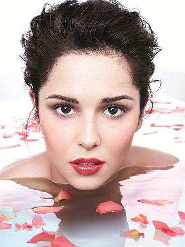 Cheryl Cole Makes A Splash In The Bath Fronting L Oréal Paris Glam Shine Stain Lip Product