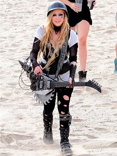 Avril Lavigne Gets Feisty On The Set Of Her New Music Video With
