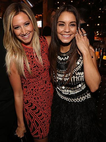 Foto de Vanessa Hudgens  & su amigo Ashley Tisdale