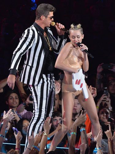 Miley Cyrus Grinds On Robin Thicke Mtv Vmas 2013
