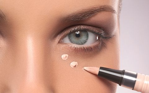 The best way to conceal dark circles :: Tips to brighten under eye ...