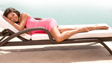 Hairstyle, Skin, Human leg, Pink, Summer, Sitting, Beauty, Thigh, Knee, Model,