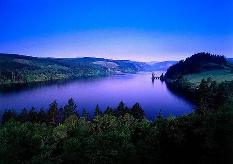 Body of water, Nature, Blue, Natural landscape, Water resources, Mountainous landforms, Landscape, Highland, Hill, Bank,