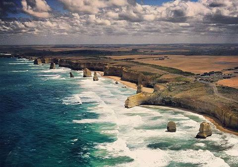 Body of water, Coastal and oceanic landforms, Water resources, Coast, Horizon, Shore, Ocean, Watercourse, Sea, Azure,