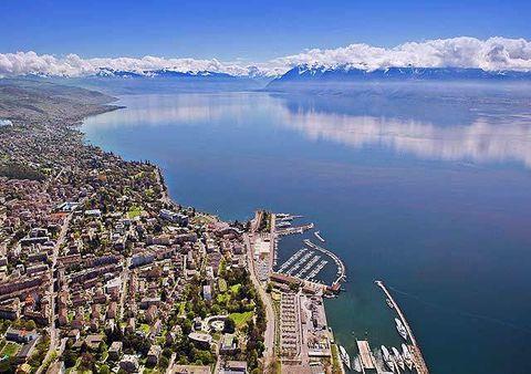 Body of water, Water, Landscape, City, Natural landscape, Waterway, Metropolitan area, Residential area, Urban area, Coast,