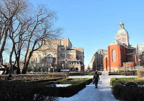 Neighbourhood, Town, Public space, City, Landmark, Urban design, Finial, Place of worship, Church, Byzantine architecture,