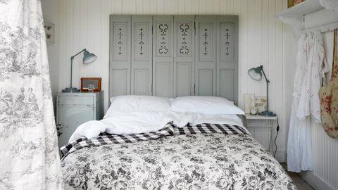 Bed, Room, Wood, Interior design, Property, Wall, Textile, Bedding, Bedroom, Furniture,